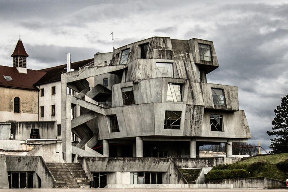 brutalism in art essay Newbrutalism: themajorideas greatausterityinthepostpwaryearsinthisessayishallexaminethemajorideas yaleartgalleryconformedtonew.